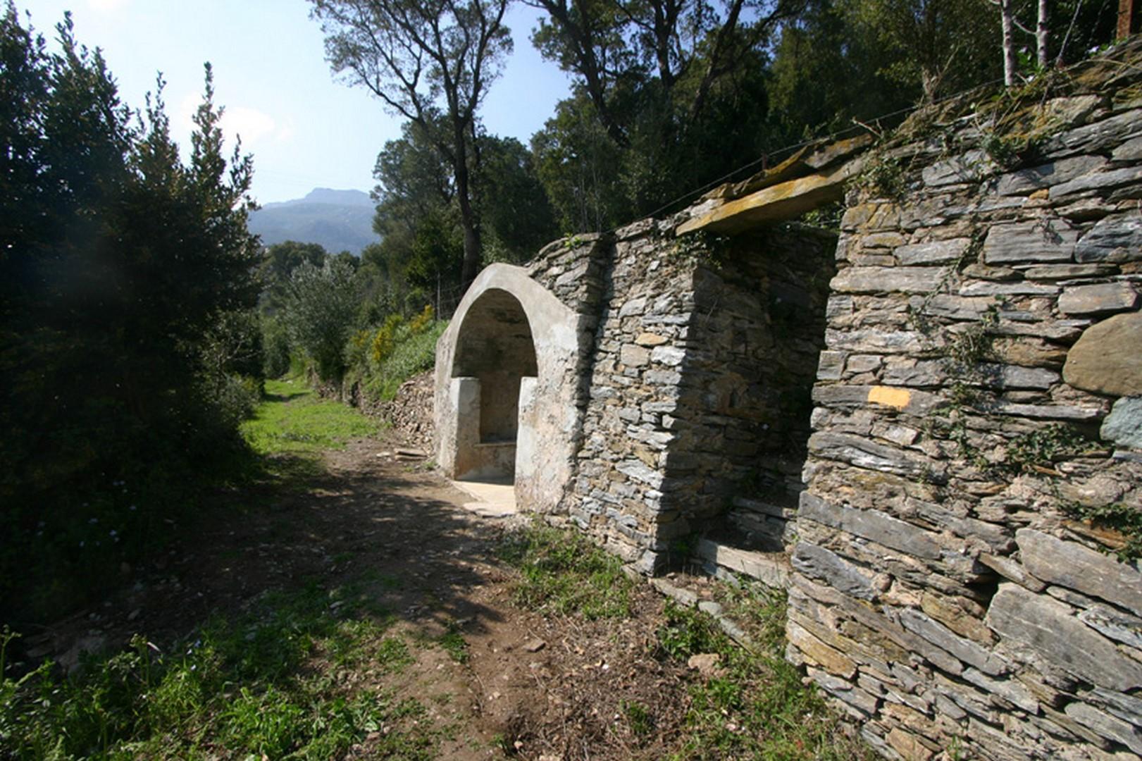 restauration-fontaine-lavoir-pierre-funtanella-pietra-corbara