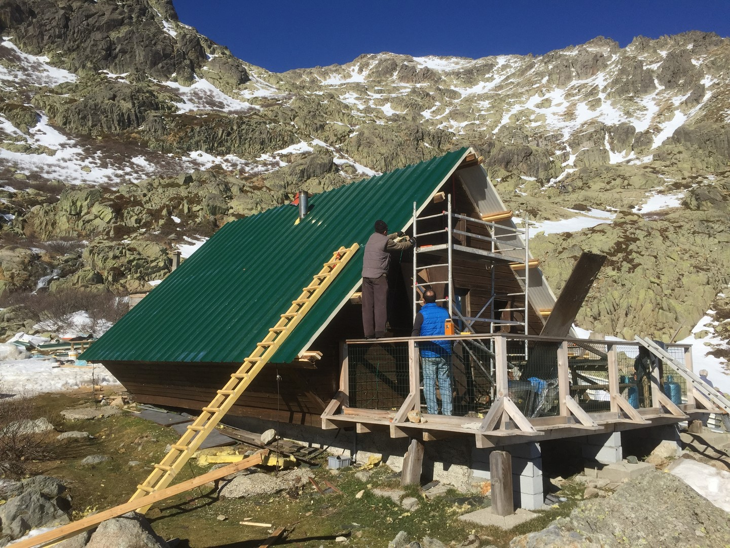 travaux-de-renovation-refuges-montagne-pietra-piana-corse-3